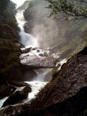 File:Waterval Ova Fedoz.jpg