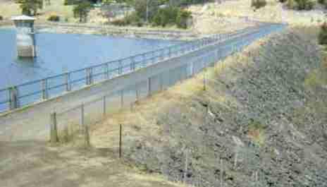 File:Rockfill dam (Risdon).jpg