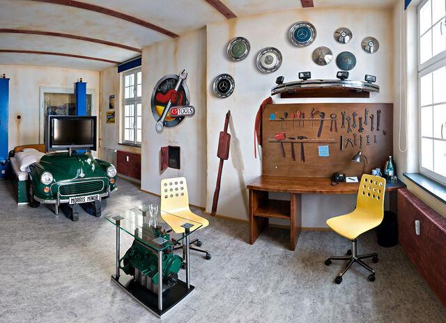File:V8-Hotel-Workshop-Themed-Bedroom-Inspirations.jpeg