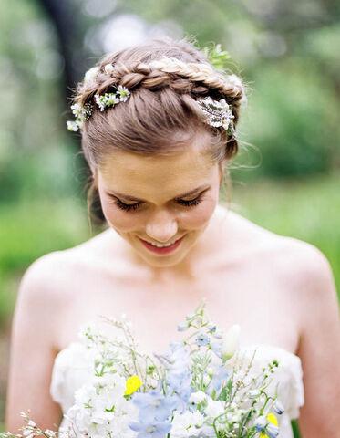 File:Romantic-outdoor-spring-wedding-ideas-1.jpg