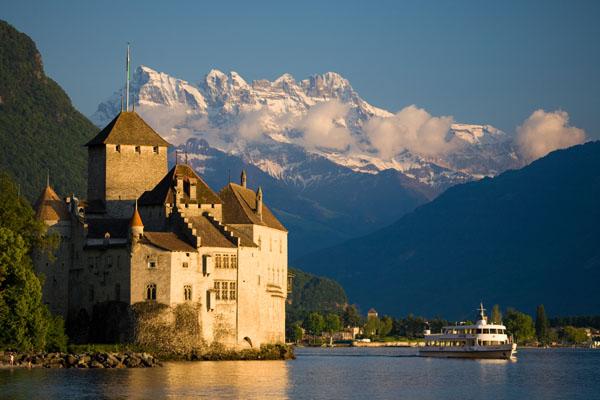 File:Suisse-montreux-chateau-chillon1.jpg