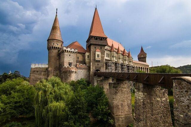 File:Hunedoara Castle.jpg