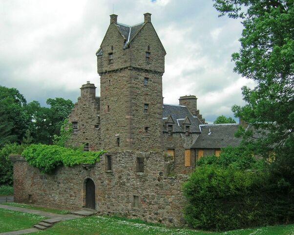 File:Mains Castle.jpg