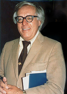 File:Photo of Ray Bradbury by Alan Light.png