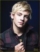 Ross-lynch-glamoholic-august-2013-08