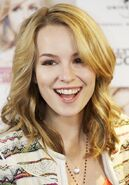 Bridgit-mendler-photocall-hello-my-name-is-01