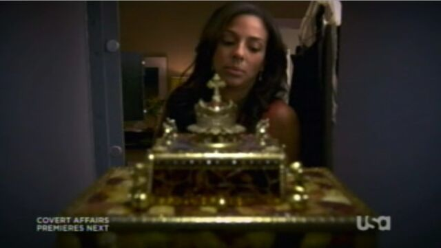 File:2x01-DianaWithMusicBox.jpg