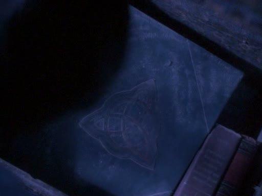 File:1x01 bos in trunk.jpg