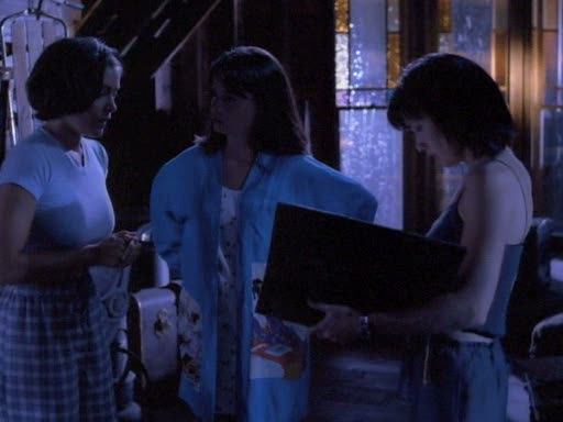 File:Phoebe tells her sisters about the essentials of magic.jpg