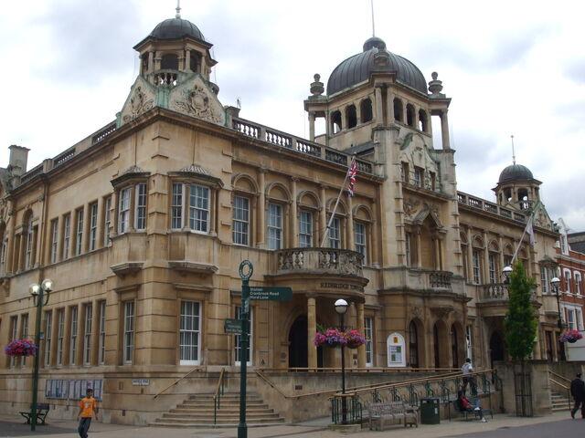 Plik:Ilford Redbridge Town Hall.JPG