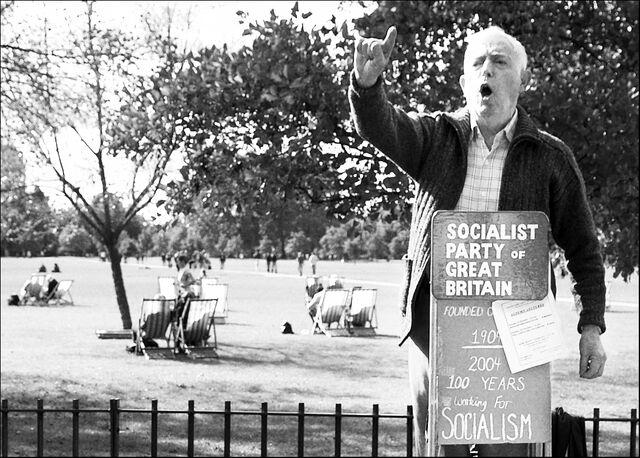 Plik:Socialist speakerscorner.jpg
