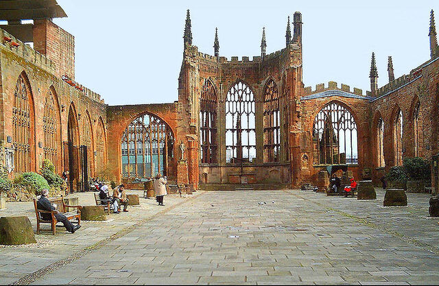 Plik:Coventry Cathedral ruins.jpg