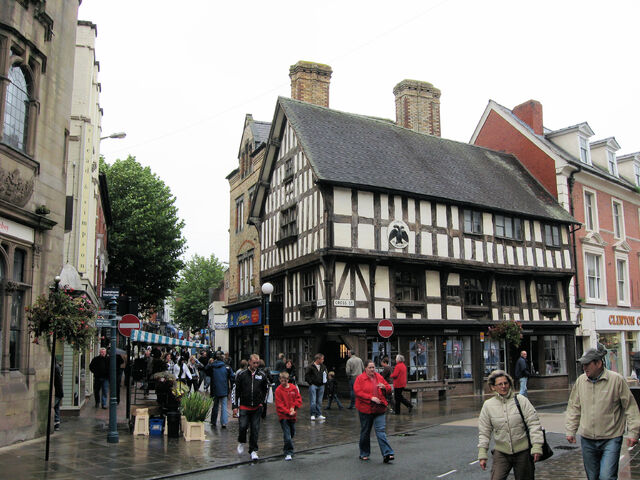 Plik:Oswestry - Historic buildings in town centre.jpg