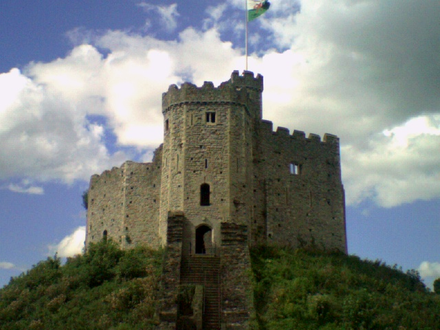 Plik:Cardiff Castle keep.jpg