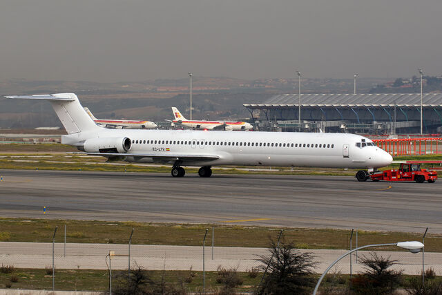 File:McDonnell Douglas MD-83 Swiftair EC-LTV (8415403452).jpg