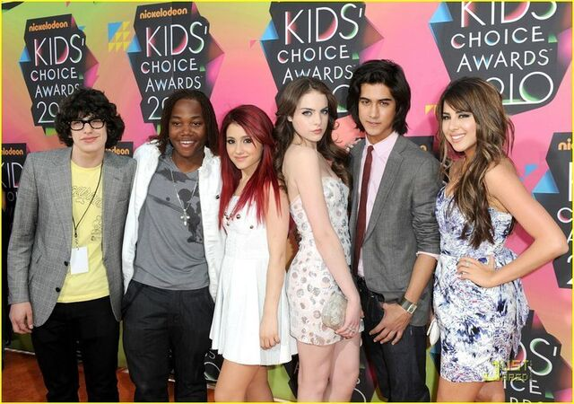 File:Kids choice awards victorious cast.jpg