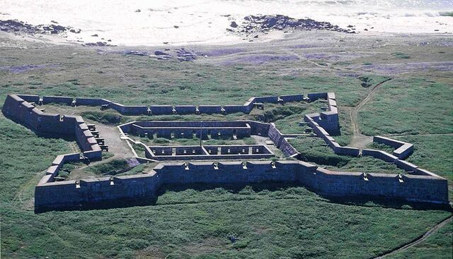 File:800px-Churchill Fort Prince of Wales 1996-08-12.jpg