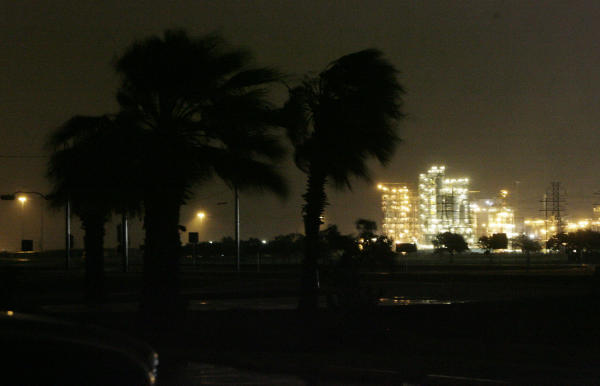 File:HurricaneIkePalmTrees09-12-2008.jpg
