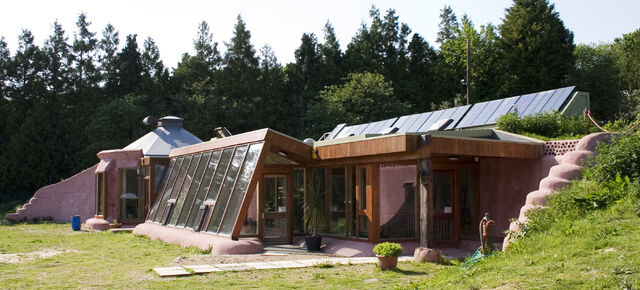File:Brighton Earthship Front - Right Elevation-4486.jpg