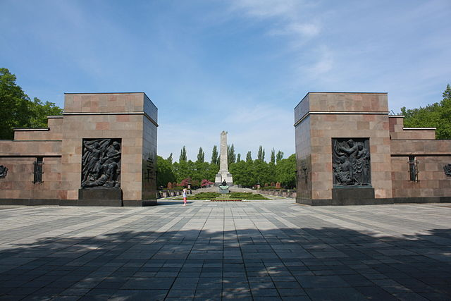 File:Second World War Monument.png