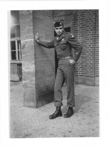 File:Cliff Pratt Berlin Aug 1945.jpg