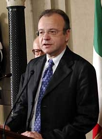 File:Gianfranco Rotondi.jpg