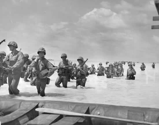 File:Marines-wade-ashore-at-tarawa.jpg