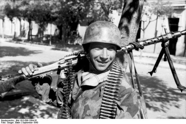 File:Fallshirmjäger MG 34, Italy 1943.jpg