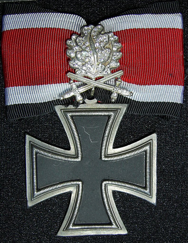 File:Dorvish Cross with Oak Leaves, Swords and Diamonds.png