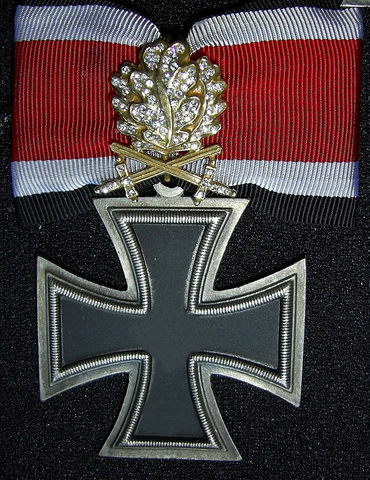 File:Dorvish Cross with Golden Oak Leaves, Swords and Diamonds.png
