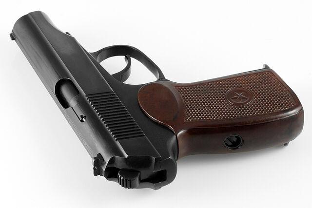 File:Pistolet makarova pm travmatik com by-sa.jpg