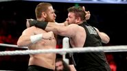 Zayn fighting off Owens at the Rumble 16