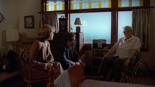 File:Dana Scully and Fox Mulder sit with Frank Briggs.jpg
