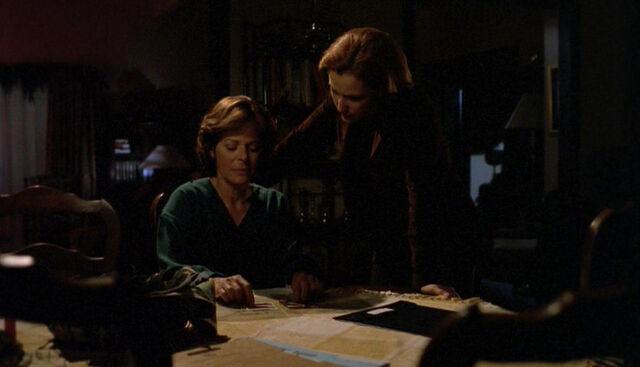 File:Margaret Scully Dana Scully Christmas Carol.jpg