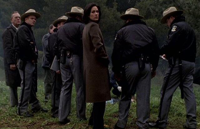 File:Monica Reyes finding Luke Doggett.jpg