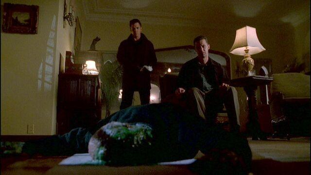 File:Spender and Krycek observe a dead alien rebel (Two Fathers).jpg