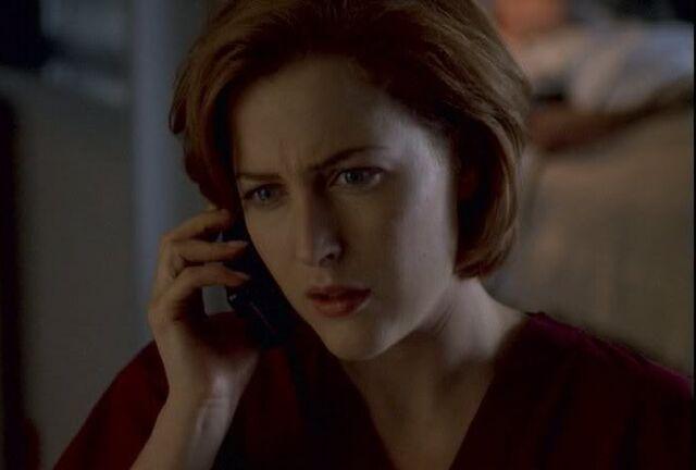 File:Scully calling mulder.jpg