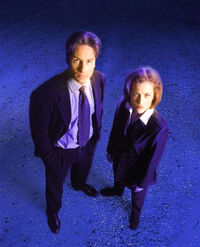 Aux Frontières du réel Mulder Scully image promotionelle.jpg