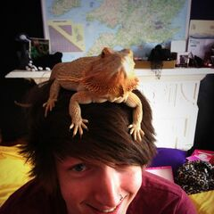 Leo with a lizard hat.