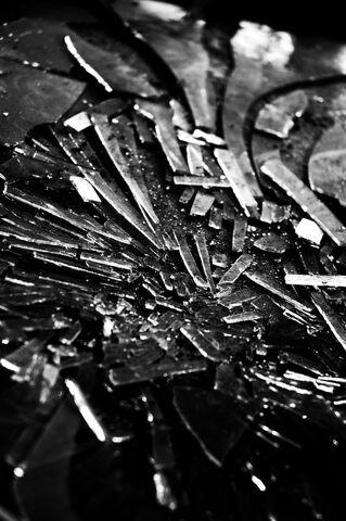 File:Broken glass by zeh235.jpg