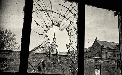 File:Broken Window - Trans-Allegheny Lunatic Asylum.jpg