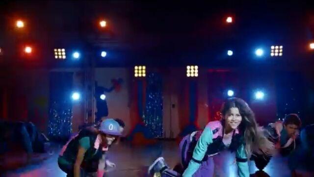 File:Zoey Stevens' dance squad (8).jpg