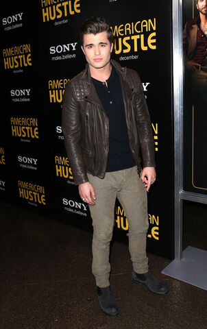 File:Spencer Boldman American Hustle Screening ZVnPJtodaNrl.jpg