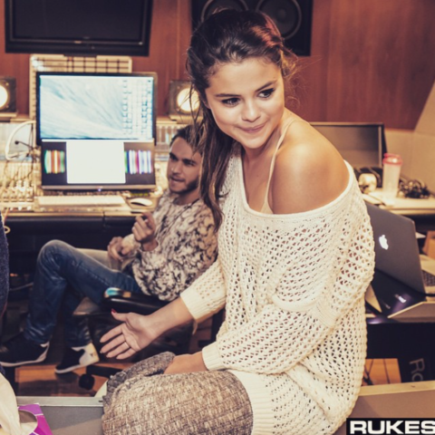 File:Zedd and Selena Gomez (12).png