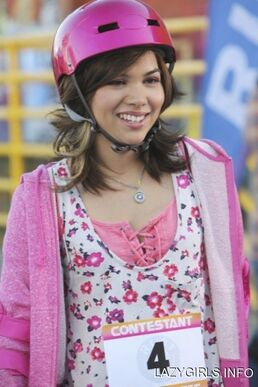 Hayley kiyoko zeke and luther skater girl island still LgFKhkn sized