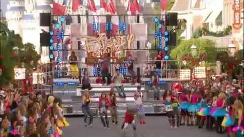 "Bella Thorne & Zendaya Perform ""Watch Me Shake It Up"" Live from Dinsey Parade 2011"
