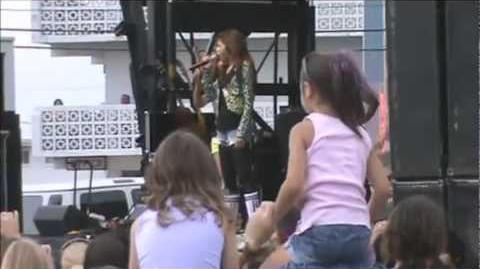 Zendaya Coleman - Swag It Out ( Live )