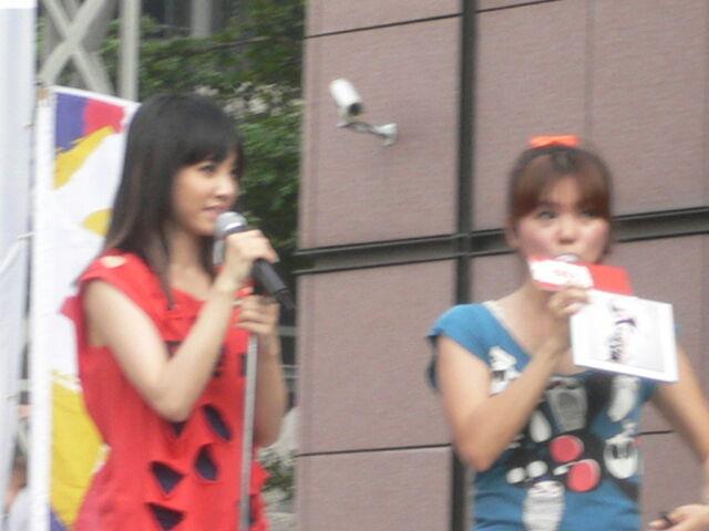 檔案:Jolin&Cherry.JPG