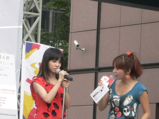 檔案:Jolin&Cherry10.JPG
