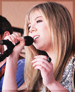 Jennette McCurdy-3